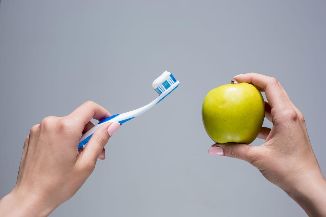 cepillo de dientes y comida